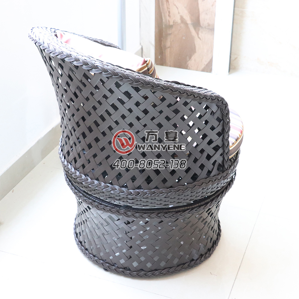 Black outdoor faux rattan lounge chair cover Metal frame rotatable lounge chair Waterproof Super durable Moldy outdoor furniture
