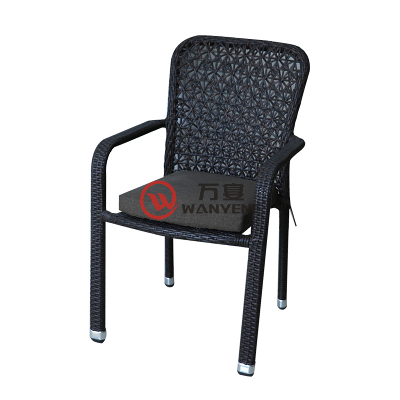 Special outdoor dining chair Rattan chair with armrests Lightweight alloy frame silver foot with cushion Outdoor rattan chair